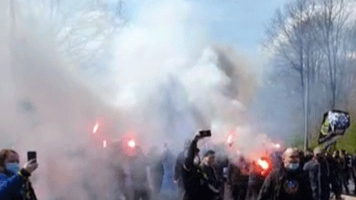 Nach-verlorenem-Derby-Fu-ball-Fans-randalieren-in-Saarbr-cken