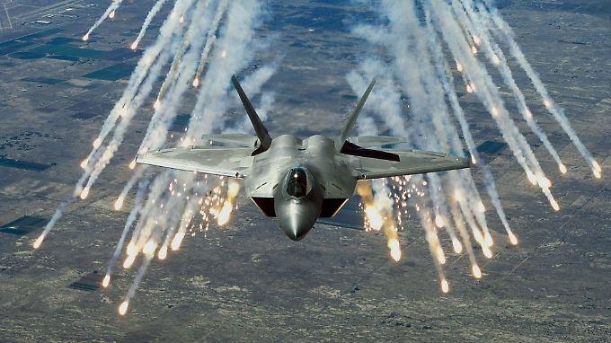 Ein Tarnkappenflugzeug des Typs F-22. An die Qualität der US-Maschine reicht Chinas J-20 offenbar noch nicht heran.