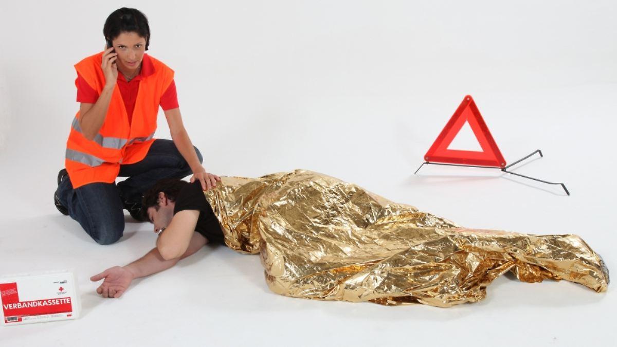 erste hilfe am unfallort nicht helfen ist strafbar n. Black Bedroom Furniture Sets. Home Design Ideas
