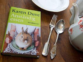 """Für """"Anständig essen"""" kaufte Duve zwei Monate lang nur Bio-Lebensmittel, lebte zwei Monate vegetarisch, zwei Monate vegan und zwei Monate fruktarisch."""