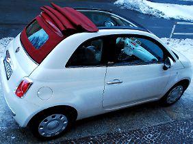 Ist das Verdeck nass, tropft beim Zurückfahren Wasser ins Innere des Wagens - kein Drama, aber doch ein Manko.