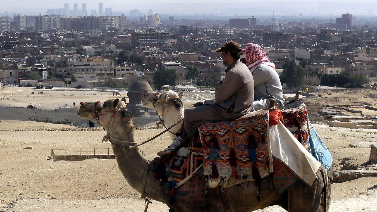 bete zu gott dass sie wiederkommen pyramiden ohne touristen n. Black Bedroom Furniture Sets. Home Design Ideas