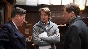 Regisseur Tom Hooper (M.) mit seinen beiden Hauptdarstellern Firth und Rush.
