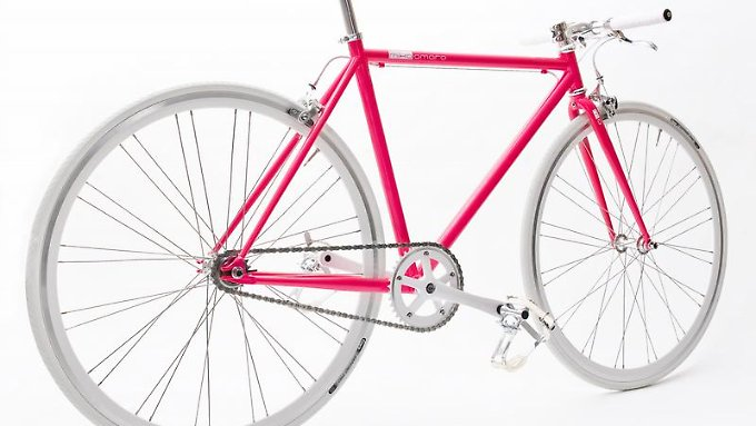 Im Stadtverkehr kaum zu übersehen:Das limitierte Single-Speed-Bike von Mika Amaro gibt es unter anderem mit pinkfarbenem Rahmen.