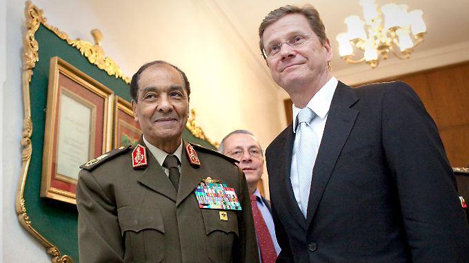 Treffen mit den Einflussreichen: Westerwelle mit dem Vorsitzenden des Obersten Militärrates von Ägypten, Verteidigungsminister Mohammed Tantawi.