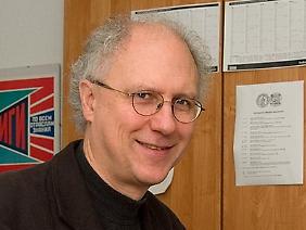 Prof. Dr. Manfred Hettling lehrt Neuere und Neueste Geschichte an der Martin-Luther-Universität Halle-Wittenberg. Eines seiner Spezialgebiete ist Bürgerlichkeit im Vergleich.