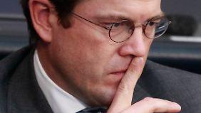 Video: Abruptes Ende der steilen Karriere Guttenbergs