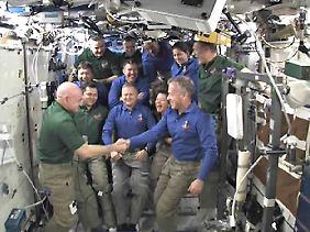 Das Shuttle-Team verabschiedet sich von der ISS.