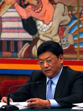 Padma Choling, der chinesische Gouverneur in Tibet, ist gebürtiger Tibeter, und war 17 Jahre lang Offizier in der Volksbefreiungsarmee Chinas.