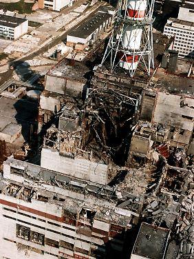 """Der zerstörte """"Reaktor Vier"""" in Tschernobyl: 32 Menschen starben sofort, tausende an den Folgen der radioaktiven Strahlung."""
