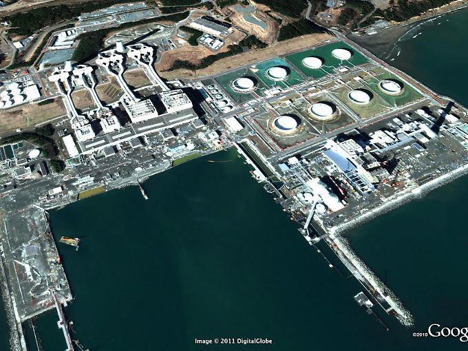 Das japanische Atomkraftwerk Fukushima einen Tag nach dem Tsunami.