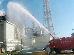 Am Samstag wurden rund 2000 Tonnen Wasser auf Reaktorblock 3 gespritzt.