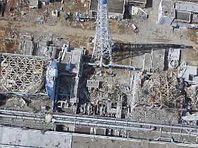 Blick auf die havarierten Reaktorblöcke in Fukushima 1.
