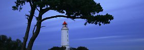Berühmter Postkarten-Anblick: der Leuchtturm auf Hiddensee.