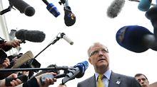 Der Mann mit dem Antrag: Olli Rehn bestätigt in Gödöllö das offizielle Hilfsersuchen der Portugiesen.