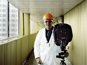 Rüdiger Lubricht mit seiner Kamera in Pripjat.