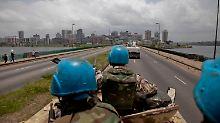 UN-Friedenssoldaten auf dem Weg nach Abidjan.