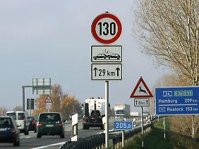 In Brandenburg gilt auf der A24 seit Dezember 2002 ein Tempolimit. Die Unfallzahlen sind seither um zwei Drittel gesunken.