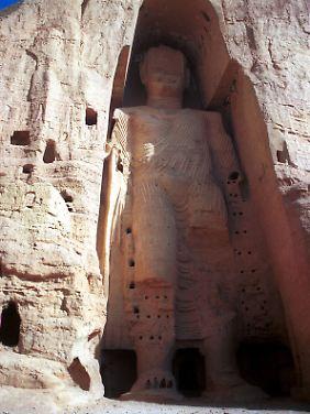 Die ehemals weltweit größte Buddha-Statue mit einer Höhe von 53 Metern in Bamiyan in Afghanistan.
