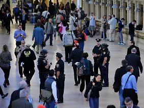 Die Sicherheitsvorkehrungen in den USA wurden erhöht: Polizei in der Grand Central Station in New York.