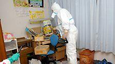 Mit Schutzanzügen Richtung Fukushima: Japaner besuchen Todeszone