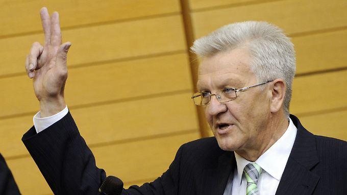 Erster grüner Ministerpräsident: Kretschmann mit 73 Stimmen gewählt