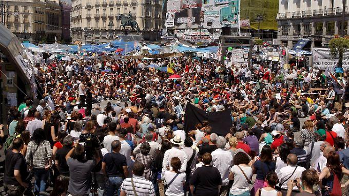 Auch nach der Wahl gehen die Proteste in Madrid weiter.