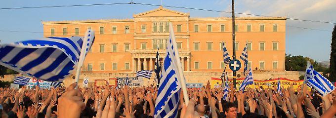 Platz der Verfassung vor dem Parlament: Die Sparmaßnahmen bringen die Bürger zu tausenden auf die Straße.