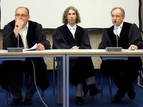 Staatsanwalt Werner Maegerle, Staatsanwalt Lars-Torben Oltrogge und Oberstaatsanwalt Oskar Gattner (v.l.).