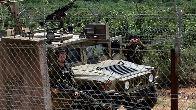 Israelische Soldaten patroullieren an der Grenze zum Libanon.