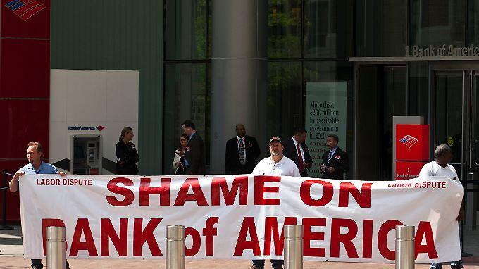 Protest gegen die Bank of America vor der Aktionärsversammlung im Mai.