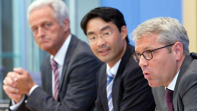 Die Minister Ramsauer, Rösler und Röttgen stellten die Ausstiegsgesetze gemeinsam vor.