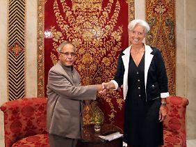 Auf Werbetour in Indien: Christine Lagarde mit ihrem indischen Amtskollegen, Finanzminister Pranab Mukherjee (links).