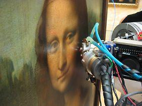Mona Lisa lächelt und schweigt.