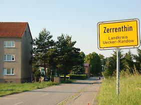 Das Ortsschild von Zerrenthin in Mecklenburg-Vorpommern.