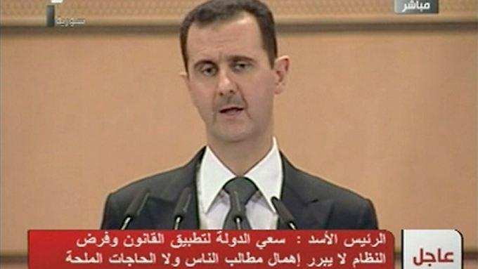 Assads Rede wird live von TV-Stationen übertragen.
