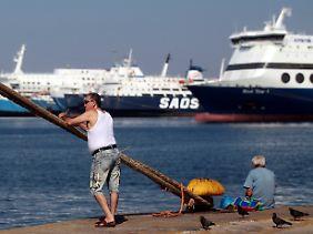 Steuern rauf und die Häfen verkaufen? In Athen regiert der Rotstift.