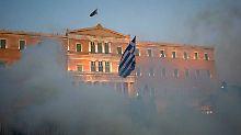 Tränengas vor dem griechischen Parlament.