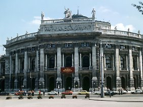 Das Burgtheater an der Ringstraße in Wien.