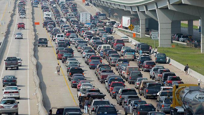Ein bekanntes Bild in den USA: Ein Autostau legt den Verkehr lahm.
