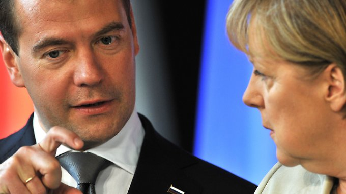 Nur ganz kleine Probleme gab es zwischen Medwedew und Merkel.