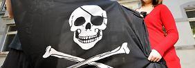 Eine Totenkopffahne erregt die Gemüter.