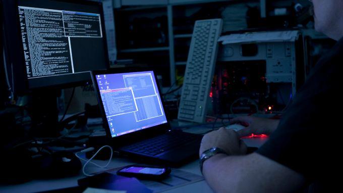 """Hacker-Angriff auch auf Rewe: FBI gelingt Schlag gegen """"Anonymus"""""""