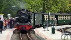 """Der """"Rasende Roland"""" - Tausende Touristen lassen sich damit Tag für Tag auf Rügen chauffieren."""