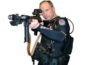 """So stellt sich Breivik in seinem """"Manifest"""" selbst dar."""