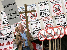 """Die Ideologie der Rechspopulisten findet auch in Deutschland Verbreitung - """"Pro Köln"""" ist nur ein Beispiel."""
