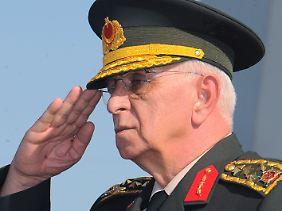 General Kosaner tritt ab.