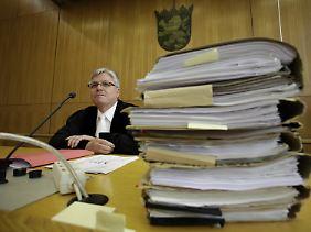 Richter Hefter: Vor dem Gesetz sind alle gleich.
