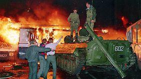 Nur kurz kam es im Moskau zu gewaltsamen Auseinandersetzungen. Drei Menschen starben. (Bild vom 21. August 1991)