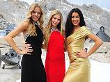 """Die Models Jana, Amelie und Rebecca (l-r), Finalistinnen  von """"Germany's next Topmodel"""", bei einem Fototermin am 6. Juni 2011 auf der Zugspitze."""
